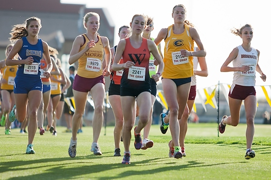 Chelsea Johnson (left) keeps pace the lead pack including eventual race winner Linda Keller (1979), third-place finisher Alana Enabnit (2241), and runner-up Ashlyn Mauer (2153).